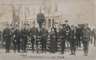 Soldaten und Offiziere des Zuger Bataillons 48 im Jahr 1914