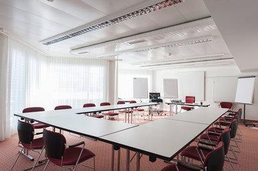 14 Seminar- und Banketträume von 23 m2 bis 260 m2 - 1